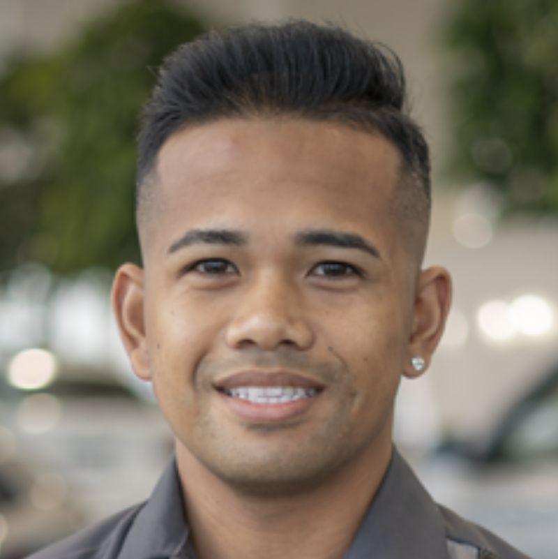 Photo of Robert Tumambing